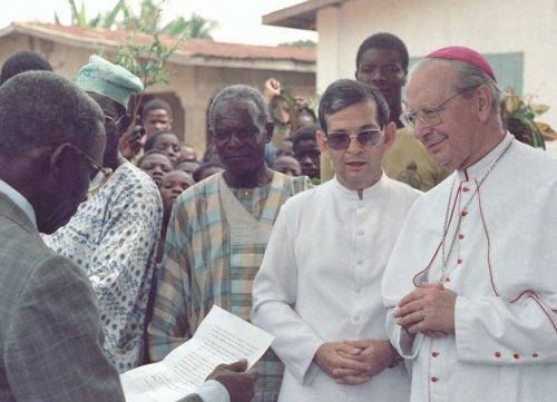 Voyage d'Alvaro del Portillo en Afrique, 1989.